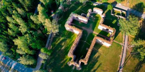 Ilmakuva-Esa-Siltaloppi.V-vsan-kirkon-rauniot(ristikirkko)