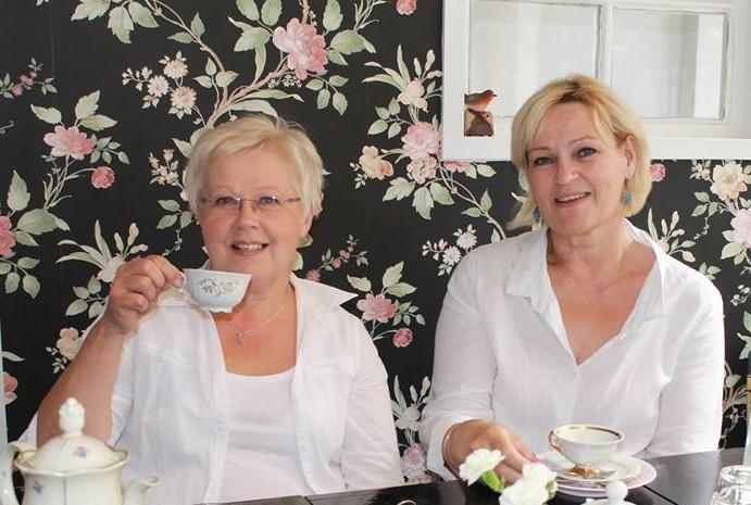 Kuvassa: Kaija Peräsalo ja Mirja Känsäkangas